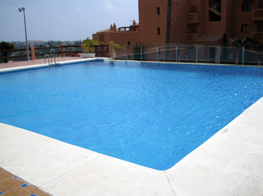 Montevideo exclusive luxury penthouse costa del sol for Luxury pool area